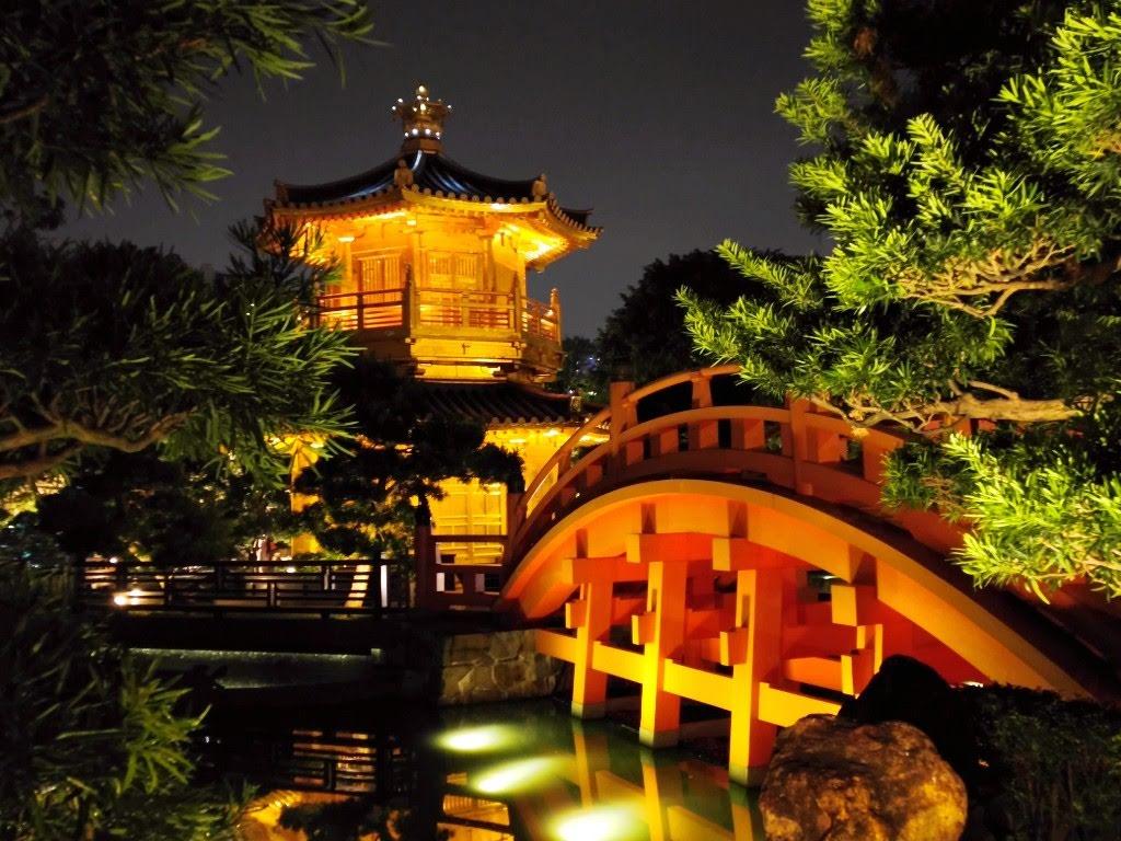 Wooden bridge in Nan Lian Garden at night