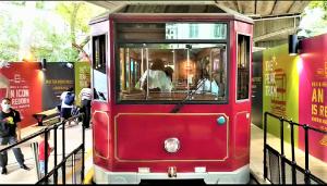The Peak Tram car at the temporary platform. It will retire soon.